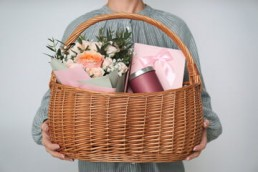 baby announcement hampers india